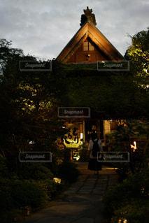 家の前の時計台の写真・画像素材[2442803]