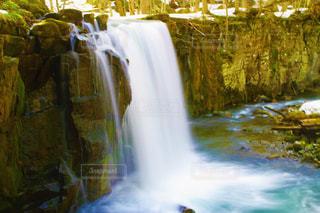 大きな滝の写真・画像素材[2102802]