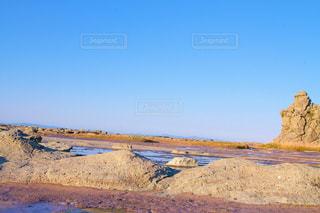 岩場のビーチの写真・画像素材[2122404]