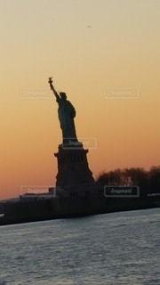 夕暮れ自由の女神の写真・画像素材[2780920]