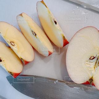 おやつはりんごの写真・画像素材[2283331]