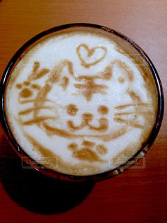 テーブルの上のコーヒー1杯の写真・画像素材[2106659]