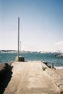 水に架かる橋の写真・画像素材[2108820]