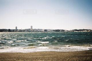 海に隣接する砂浜の写真・画像素材[2266218]