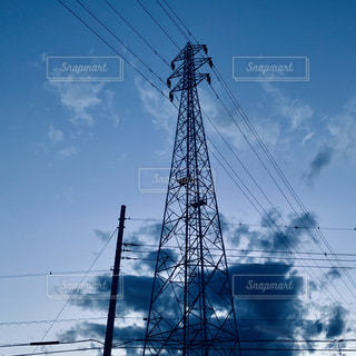 夕方の鉄塔の写真・画像素材[2266308]