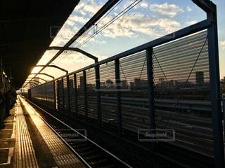 鋼鉄道に乗った大きな長い列車の写真・画像素材[2266514]