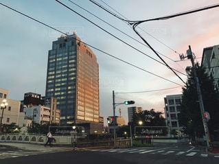 街の通りと信号の写真・画像素材[2266515]