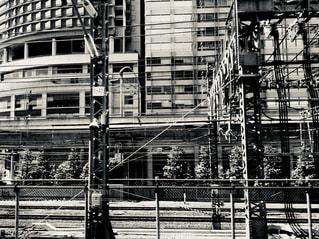 建物の前の足場の写真・画像素材[2278818]