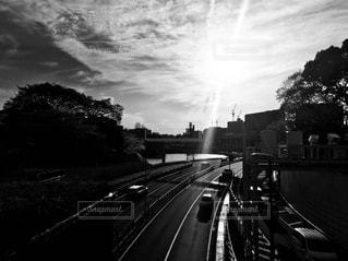 列車は道路の脇に停車するの写真・画像素材[2278835]