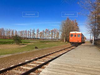 澄んだ青空の下、幸福駅から幸福スタートしたいですね。の写真・画像素材[2103825]
