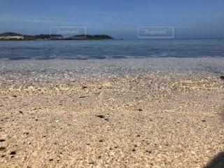 透き通る水面の写真・画像素材[2097518]
