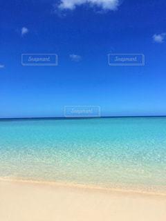 誰もいない海の写真・画像素材[2098383]