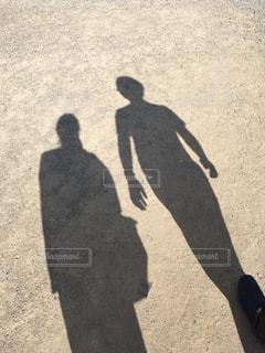 カップルの影の写真・画像素材[2100004]