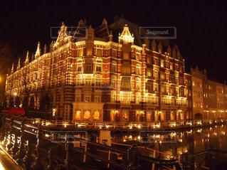 ライトアップされた建物の写真・画像素材[2100060]