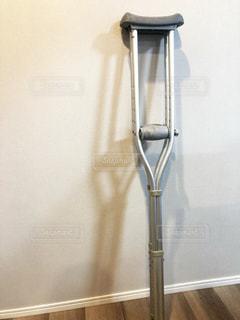 松葉杖の写真・画像素材[2103976]