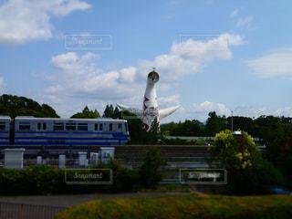 太陽の塔とモノレールの写真・画像素材[2247933]