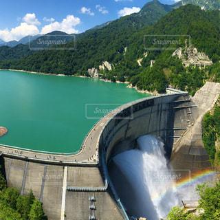 迫力の黒部ダムの写真・画像素材[2103169]