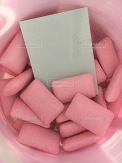 ピンクのボトルガムの写真・画像素材[2103650]