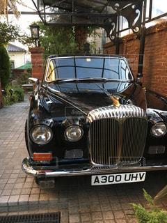 古いお洒落な車(外車)の写真・画像素材[2103652]