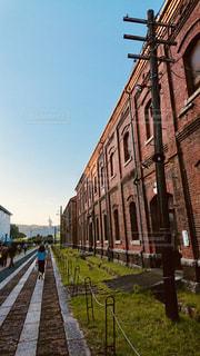 大きなレンガ造りの建物の写真・画像素材[2277869]