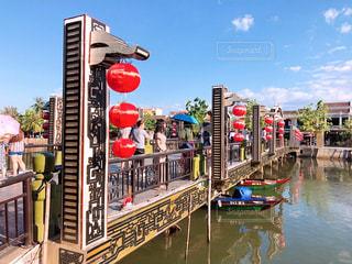 水に架かる橋の写真・画像素材[2345208]