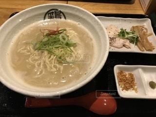 一宮鶏白湯ラーメンの鶏神 濃厚鶏白湯の写真・画像素材[2104666]