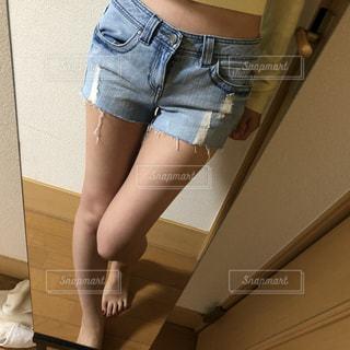 ショートパンツ 自撮りの写真・画像素材[2105391]