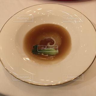 白い皿に一杯のスープ フカヒレの写真・画像素材[2117751]
