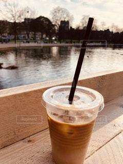 ロンドンの公園でコーヒーを一杯の写真・画像素材[2209875]