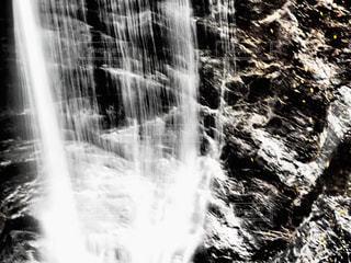 滝のクローズアップの写真・画像素材[2108514]