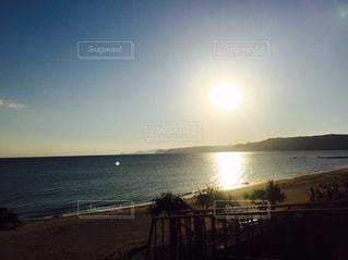夕陽×海岸の写真・画像素材[2112474]