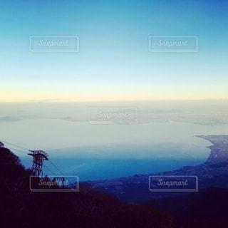 頂上からの琵琶湖の眺めの写真・画像素材[2112480]