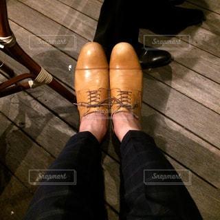 薄い茶色の革靴の写真・画像素材[1381961]