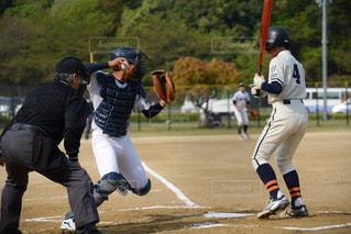 2塁牽制アウトなるか…の写真・画像素材[2108815]