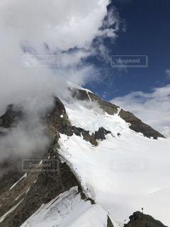 スイスの雪山の写真・画像素材[2119705]