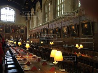 ハリーポッターの映画の撮影現場であるオックスフォード大学の食堂の写真・画像素材[2110805]