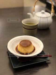 テーブルの上のコーヒー1杯の写真・画像素材[2121090]