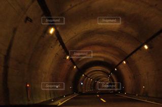 トンネルの静けさの写真・画像素材[2111337]