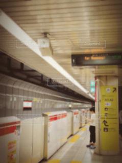 地下鉄の駅のホーム。の写真・画像素材[2136094]