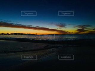 ある日の朝、朝焼けで彩る海の写真・画像素材[2235278]