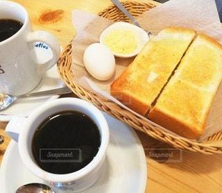 朝食のパンとコーヒーの写真・画像素材[2117871]