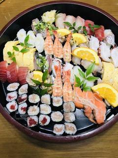 食べ物でいっぱいの皿の写真・画像素材[2113804]