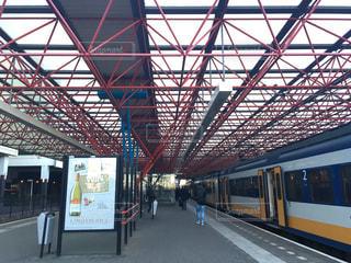 駅に引かれる旅客列車の写真・画像素材[2116140]