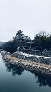 雪の残る岡山城の写真・画像素材[2115459]