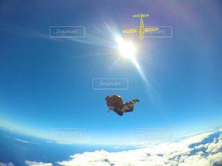 ハワイの空へダイブ!の写真・画像素材[2115766]