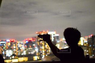 夜景で影絵を遊ぶの写真・画像素材[2117468]