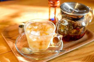 テーブルの上に紅茶の写真・画像素材[2773576]