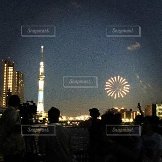 スカイツリーと花火の写真・画像素材[2116792]