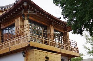 韓国の伝統建築様式の写真・画像素材[2159353]