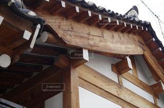 韓国の伝統建築様式の写真・画像素材[2159448]